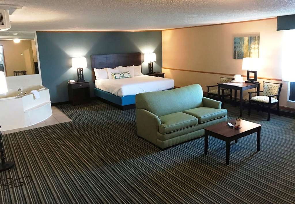 Best Western Woodhaven Inn - Suite