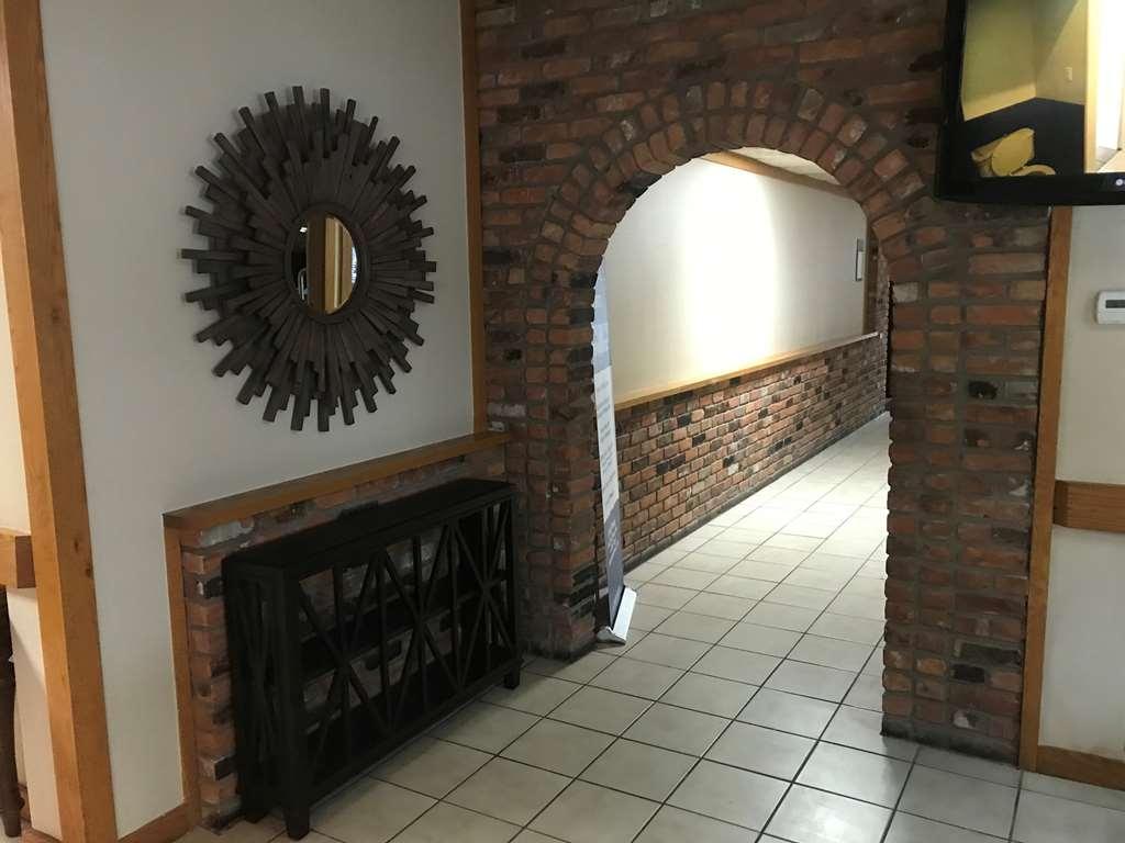 Best Western Woodhaven Inn - Hall