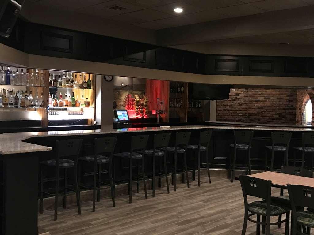 Best Western Woodhaven Inn - bar et grill