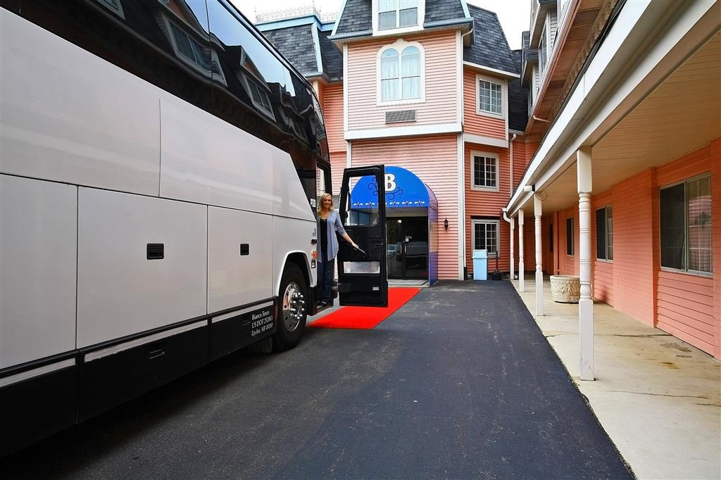 Best Western Greenfield Inn - We are the motor coach experts of the Detroit/Dearborn area! You will love the extra touches we offer our groups!
