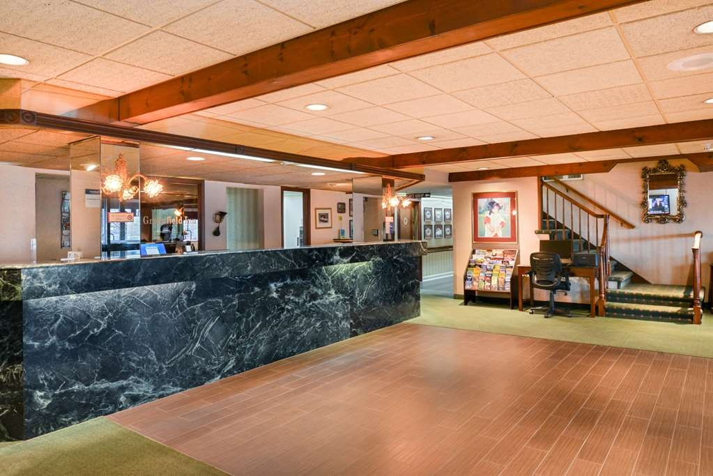 Best Western Greenfield Inn - Our beautifully decorated lobby offers coffee and tea around the clock, as well as fresh baked cookies daily at 4 p.m.