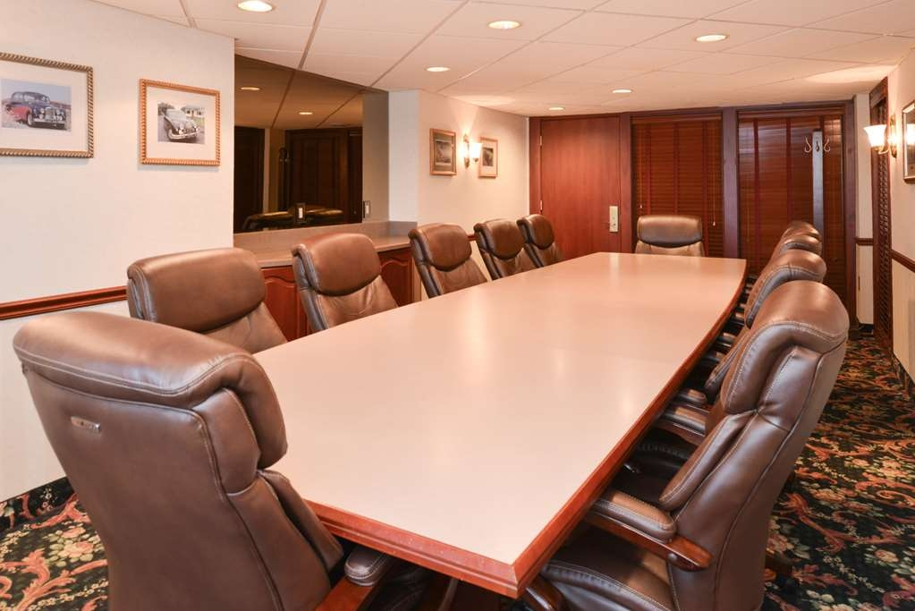 Best Western Greenfield Inn - The Jaguar Board Room is conveniently located by the lobby and can accommodate up to 12 guests.