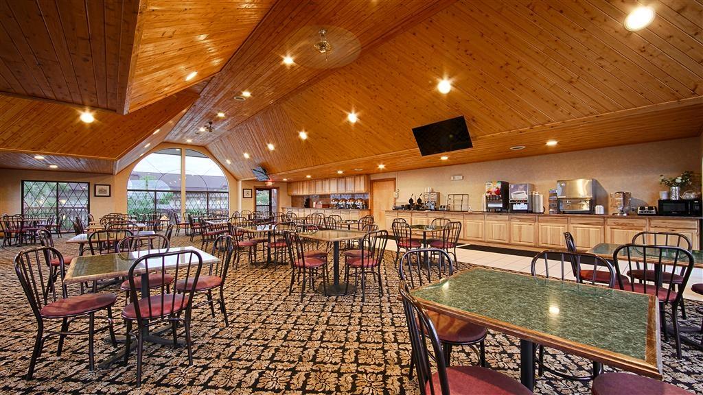 Best Western Plus Dockside Waterfront Inn - Salle de petit déjeuner