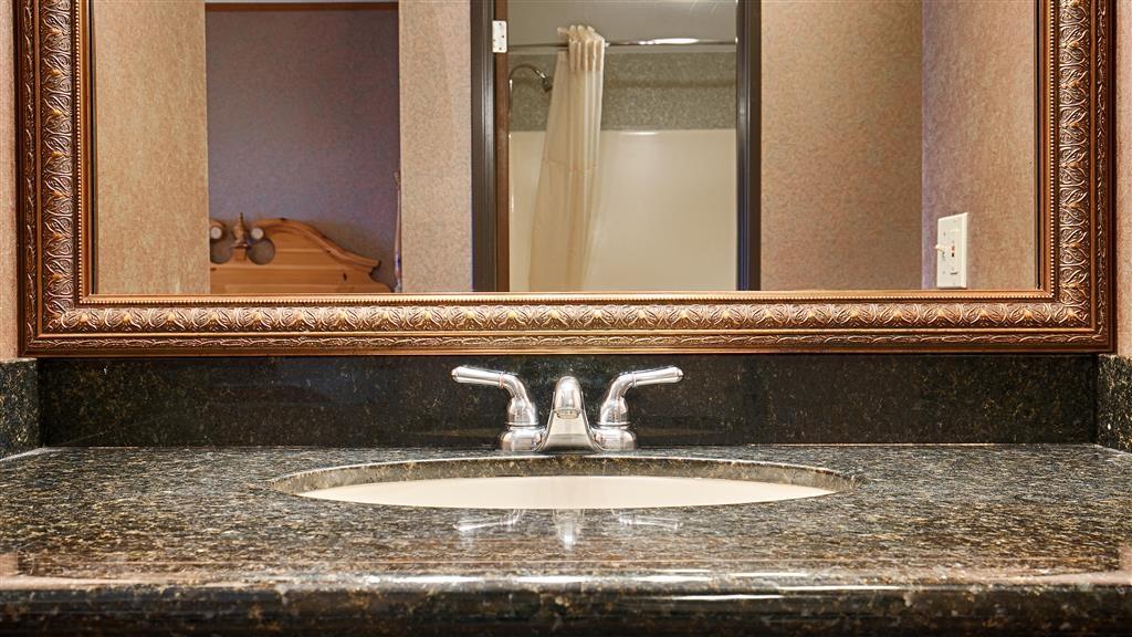 Best Western Plus Dockside Waterfront Inn - Cuarto de baño de clientes