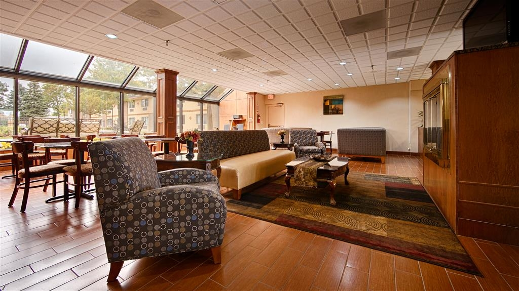Best Western Detroit Livonia - Our lobby is the perfect place to relax and socialize the members of your party.