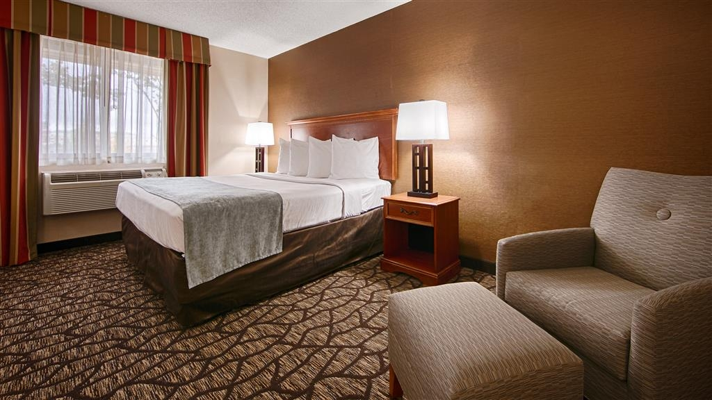 Best Western Detroit Livonia - Guest Room