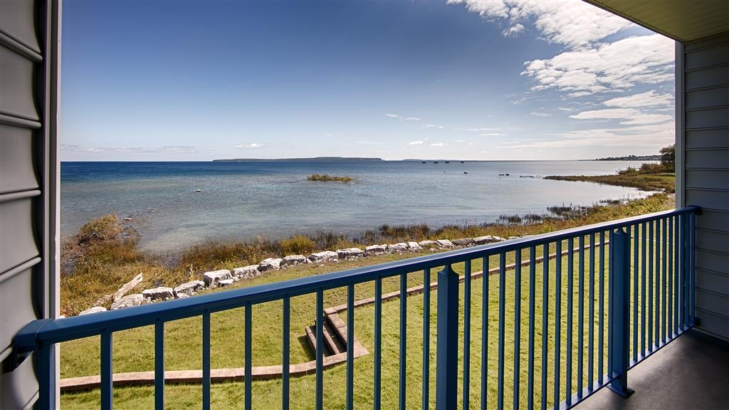 Best Western Harbour Pointe Lakefront - Lake View