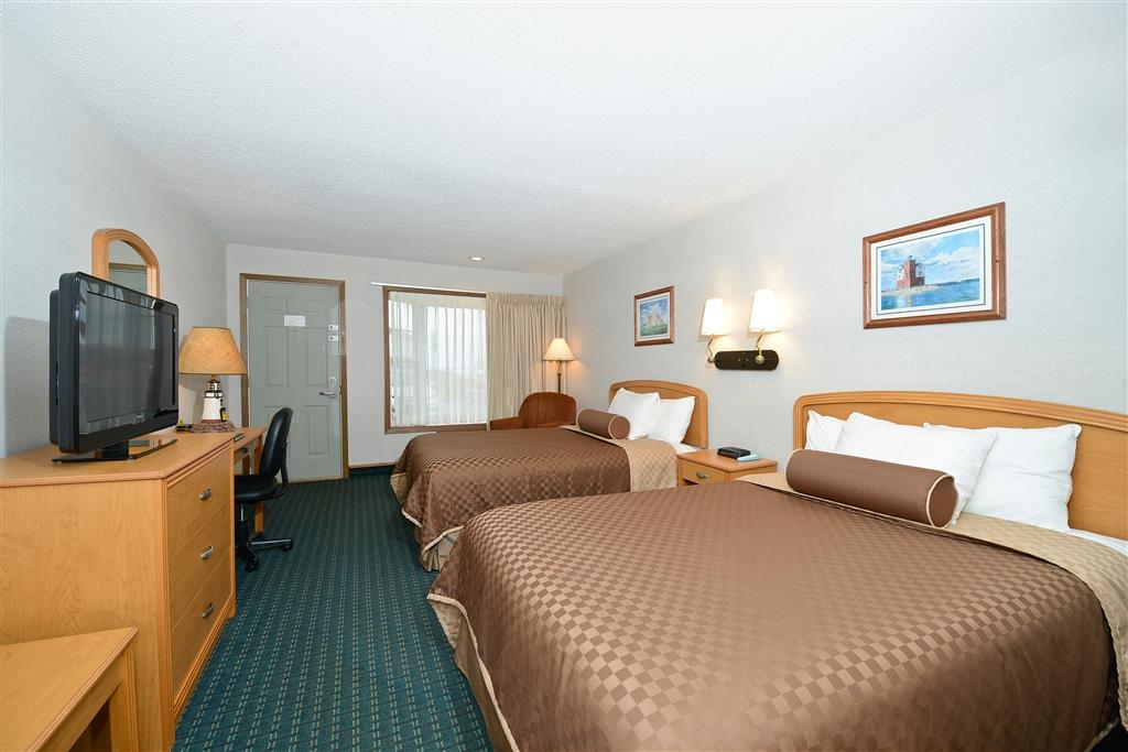 Best Western Harbour Pointe Lakefront - Two Double Beds with Partial Lake View - Please Note: Rollaway beds are not available for this room type.
