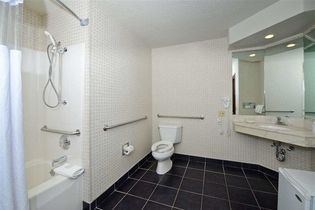 Best Western Harbour Pointe Lakefront - One Queen Bed Mobility Accessible Guest Bathroom