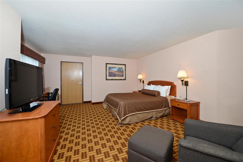 Best Western Harbour Pointe Lakefront - Mobility Accessible Room with One Queen Bed