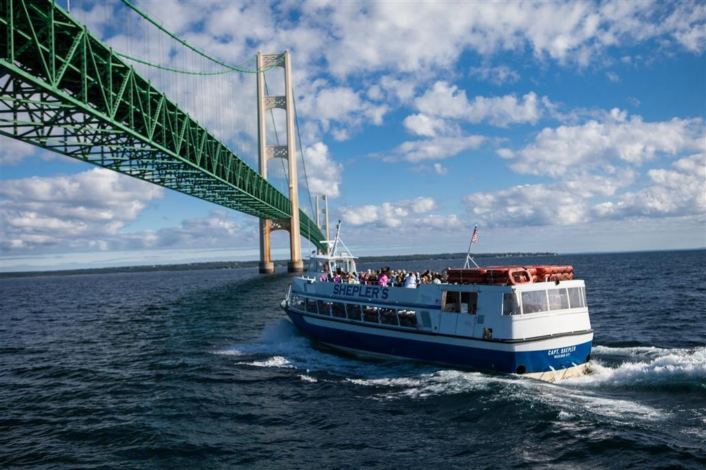 Best Western Harbour Pointe Lakefront - Mackinac Island Ferry docks are located just two blocks from the hotel. Discounted Mackinac packages are also available.