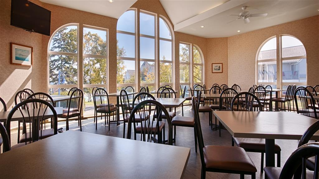 Best Western Harbour Pointe Lakefront - Dining Area