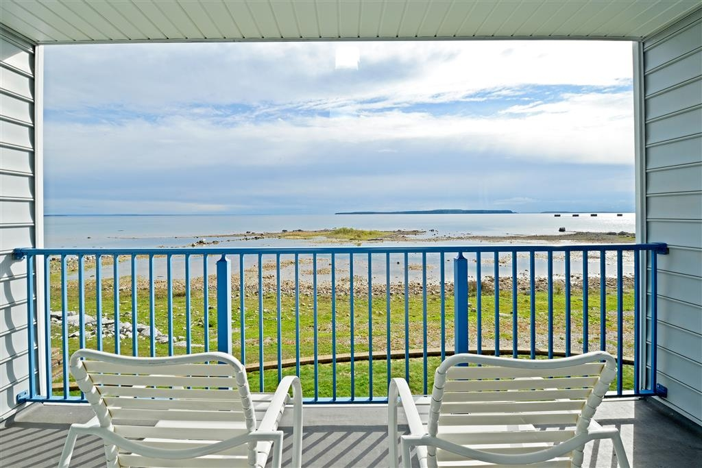 Best Western Harbour Pointe Lakefront - View from large private balcony of your deluxe lake side room.