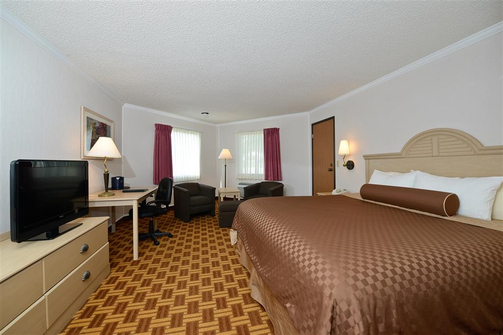 Best Western Harbour Pointe Lakefront - For the budget conscious traveler who enjoys spacious accommodations and a premium bedding package.
