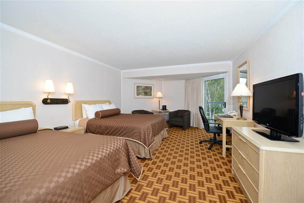 Best Western Harbour Pointe Lakefront - This partial lake view room is the perfect choice for an active family who enjoys indoor and outdoor pool activities.