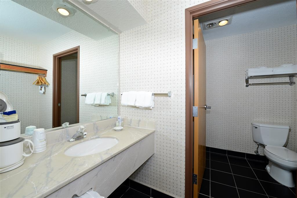 Best Western Harbour Pointe Lakefront - Guest Bathroom