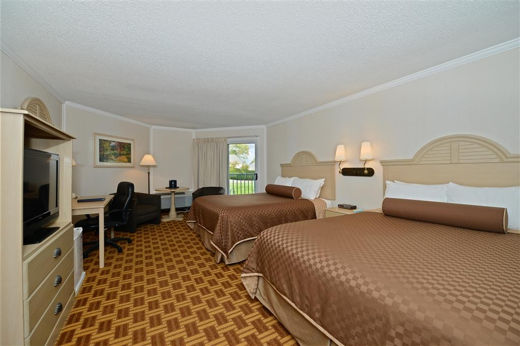 Best Western Harbour Pointe Lakefront - For the budget conscious traveler who enjoys a private balcony with a partial lake view.