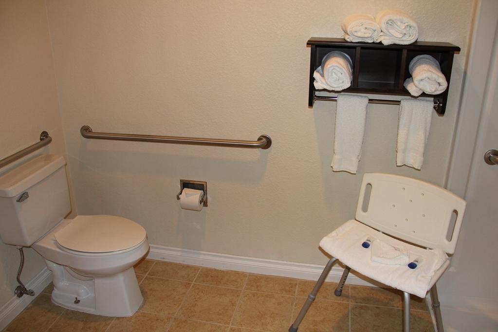 Best Western Port Huron Blue Water Bridge - Mobility Accessible Bathroom