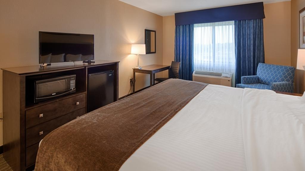 Best Western Port Huron Blue Water Bridge - Suite Bedroom