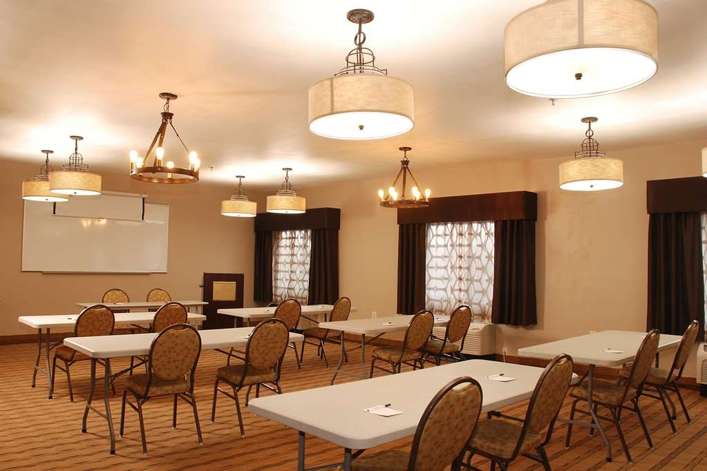 Best Western Port Huron Blue Water Bridge - Our meeting room meets the needs of business clients with conferences, lawyer meetings and special occasions like birthday parties and holiday celebrations.