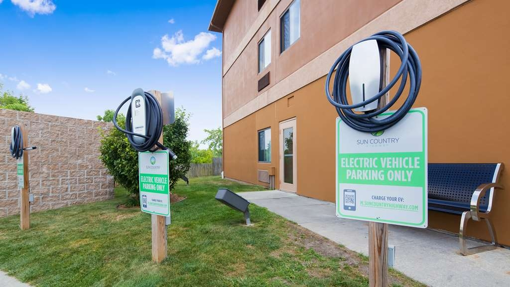 Best Western Port Huron Blue Water Bridge - Tesla & Universal car chargers for electric cars, complimentary for hotel guests