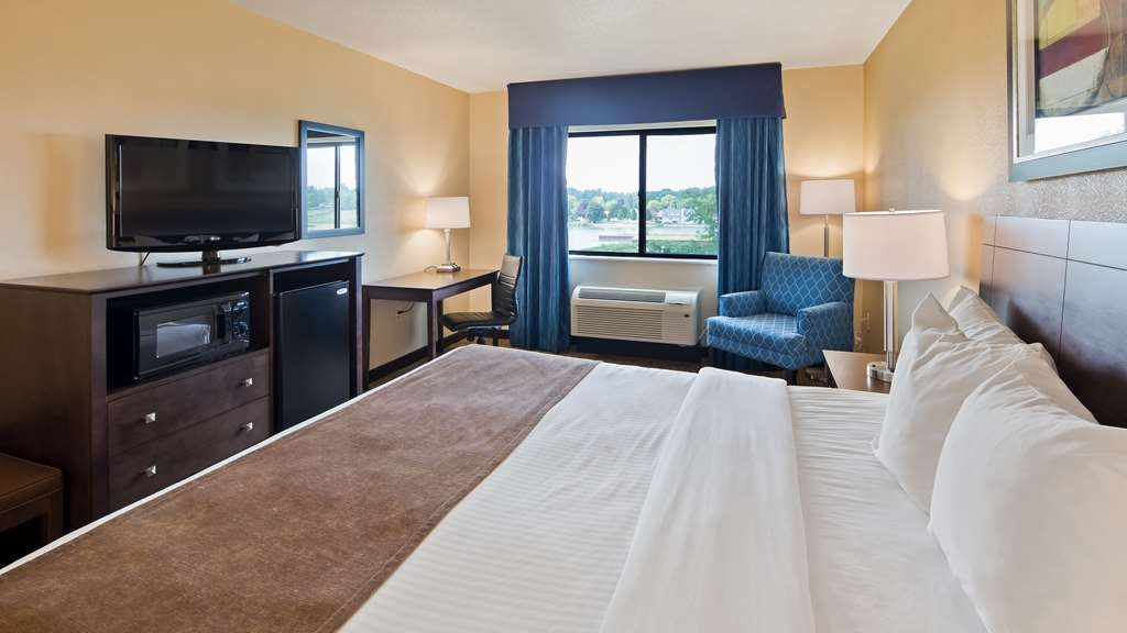 Best Western Port Huron Blue Water Bridge - Guest Room with One King Bed