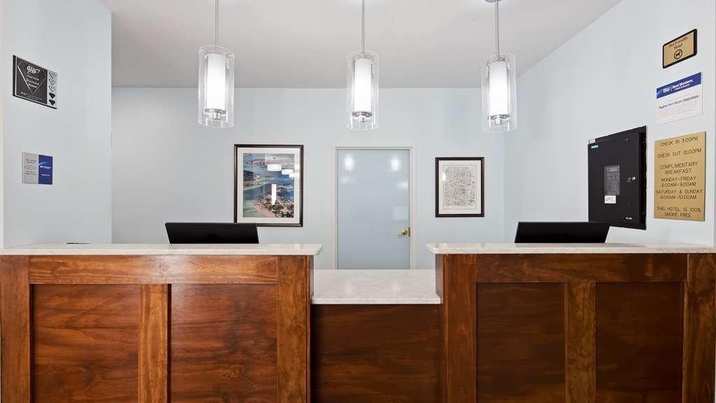 Best Western Port Huron Blue Water Bridge - Front Desk