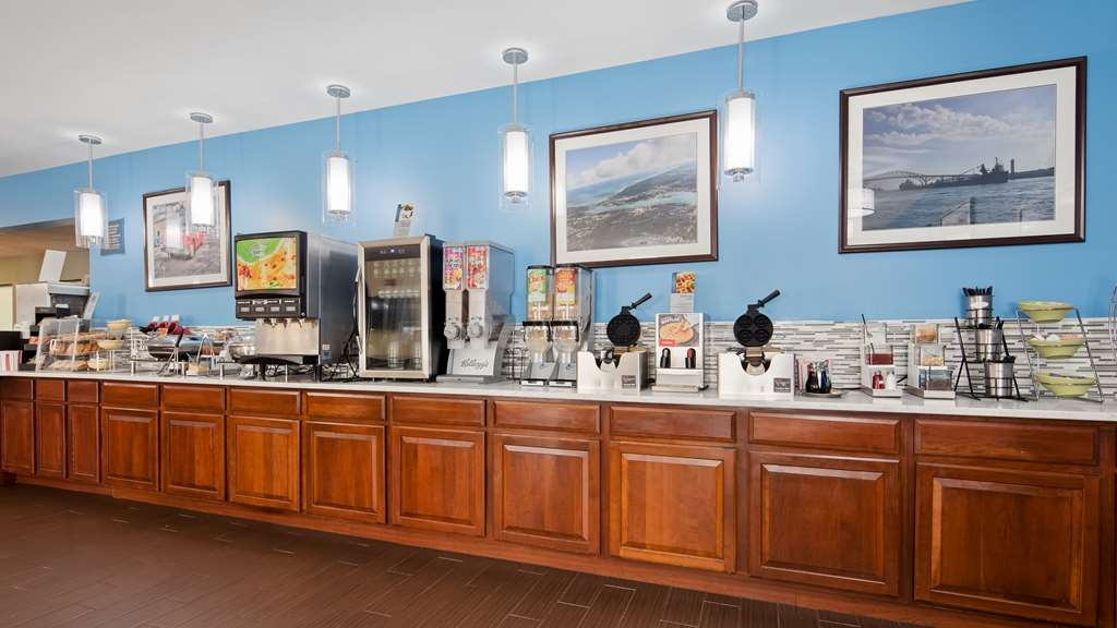 Best Western Port Huron Blue Water Bridge - Enjoy a balanced and delicious breakfast with choices for everyone including hot food & gluten free options in breakfast room.