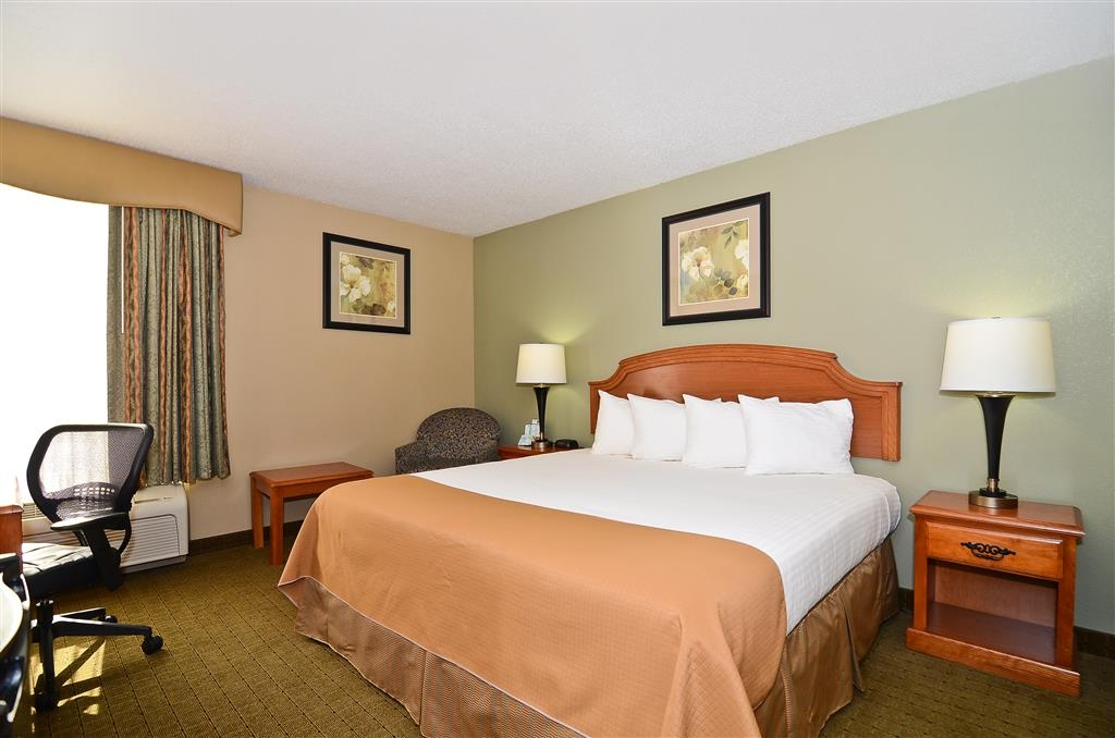 Best Western Executive Inn - Spend a night in our spacious king guest room. All guests can enjoy free breakfast!