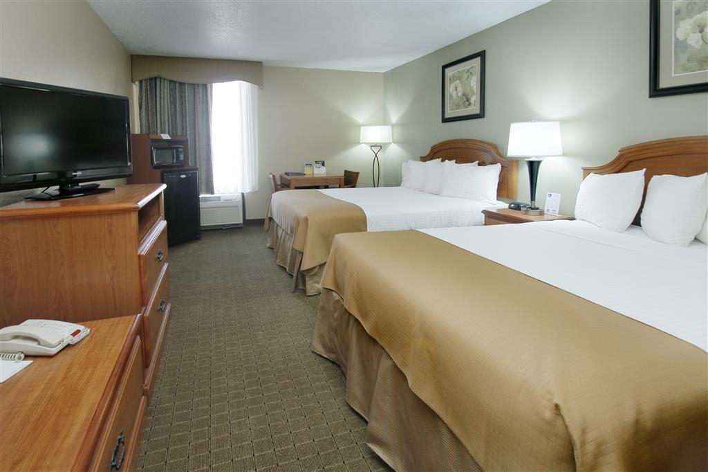 Best Western Executive Inn - Our spacious two-queen bed guest room is perfect for traveling families!