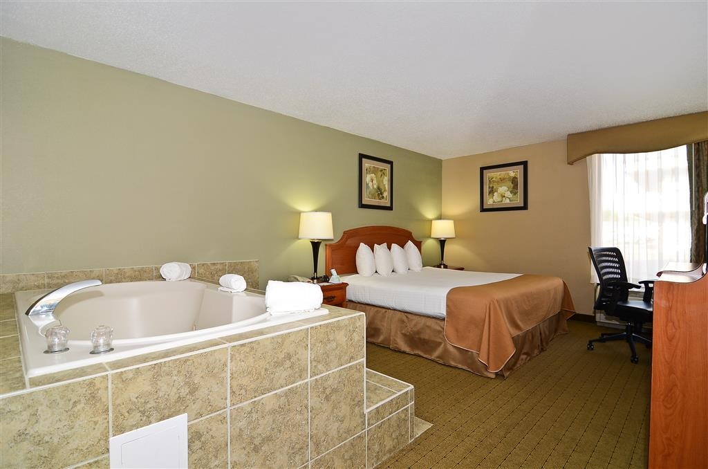 Best Western Executive Inn - Experience ultimate relaxation in our king hot tub room.