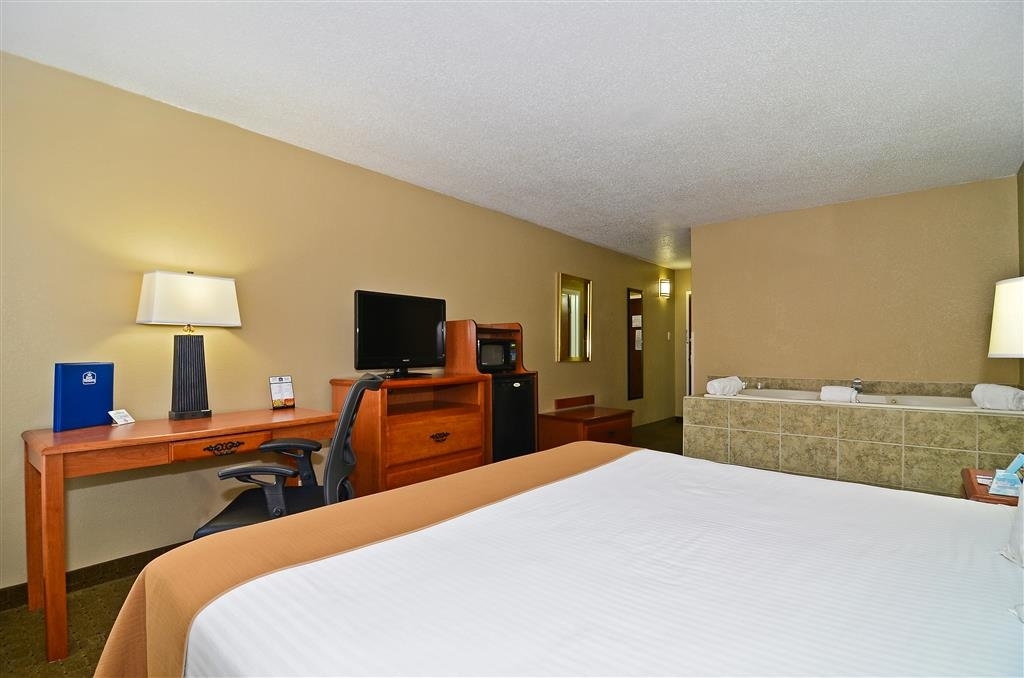 Best Western Executive Inn - The king guest room with hot tub features a work desk and flat screen TV.
