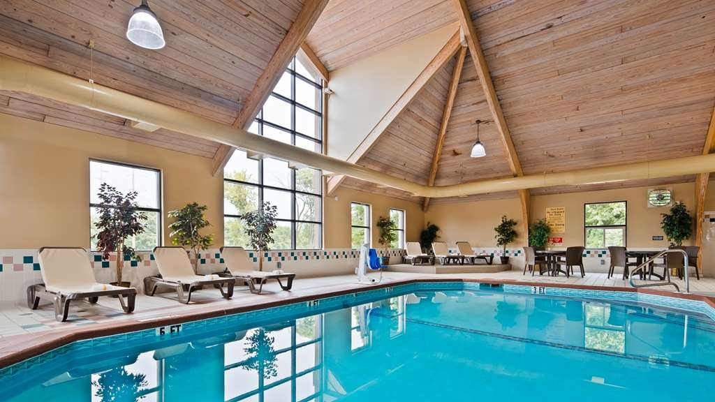 Best Western Executive Inn - The indoor pool is perfect for swimming laps or taking a quick dip.