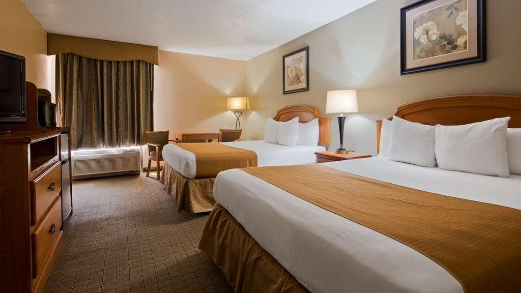 Best Western Executive Inn - Stretch out and relax in the two queen guest room.