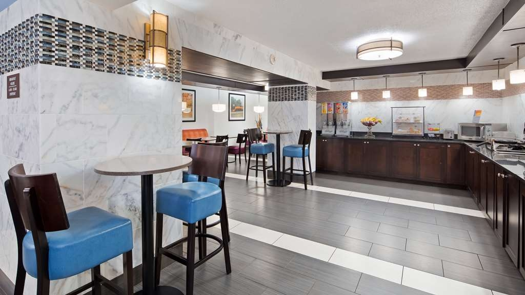 Best Western Executive Inn - Enjoy a balanced and delicious breakfast with choices for everyone.