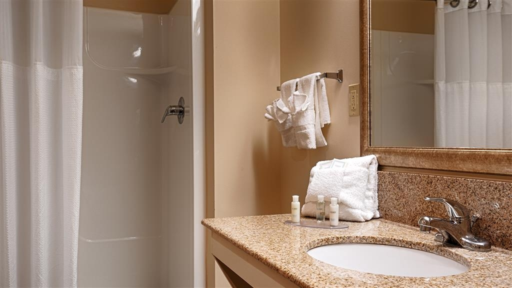 Best Western Scenic Hill Resort - Guest Bathroom