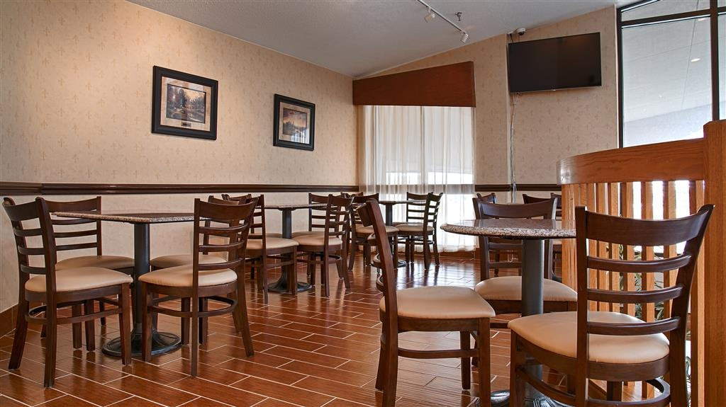 Best Western Hospitality Hotel & Suites - Breakfast is offered upstairs daily with plenty of seating available for your entire party.