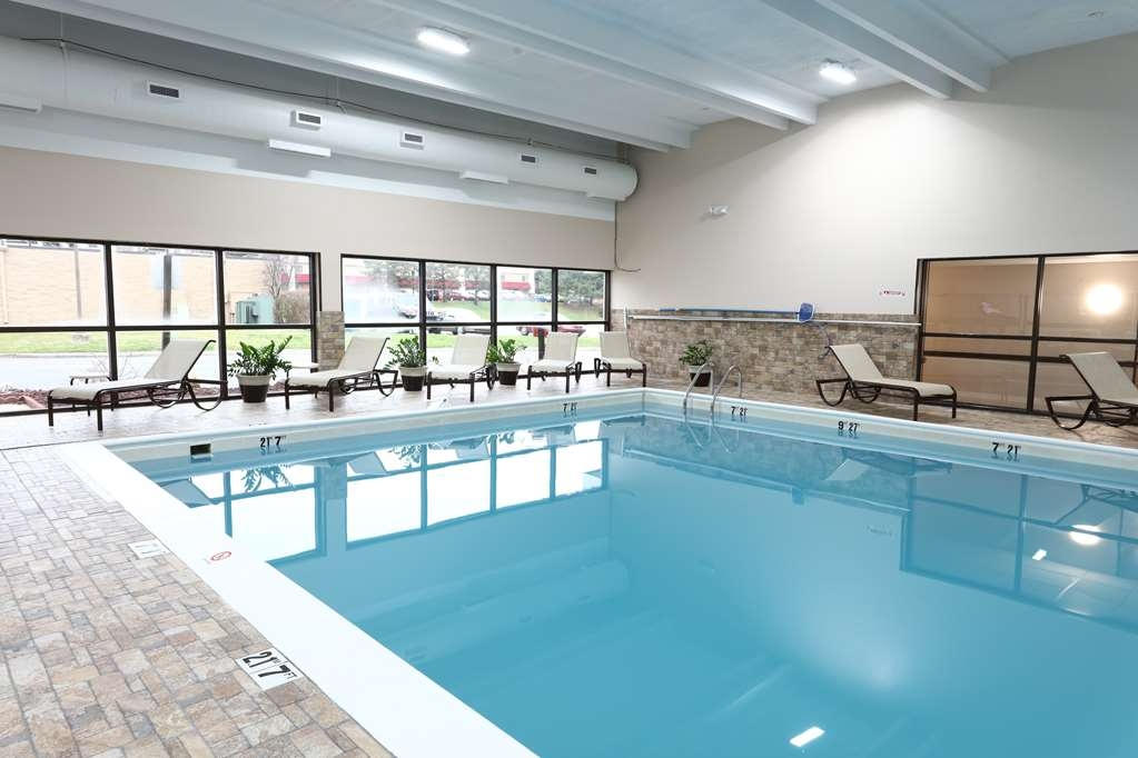 Best Western Hospitality Hotel & Suites - Relax poolside while the kids play.