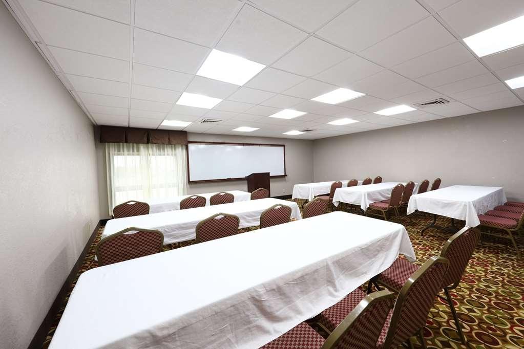 Best Western Hospitality Hotel & Suites - Besoin d'organiser une réunion d'affaires? Nous disposons de l'espace nécessaire pour vous accueillir, vous et vos clients.