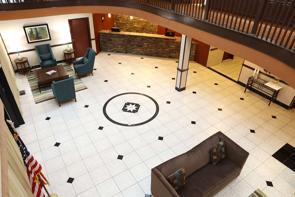 Best Western Hospitality Hotel & Suites - Relax and enjoy our spacious lobby.