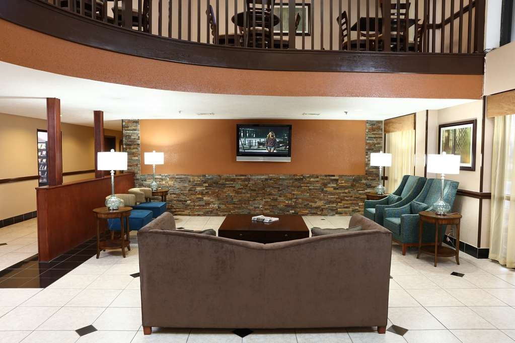 Best Western Hospitality Hotel & Suites - With ample seating available, meet with a friend or colleague in our comfortable lobby to chat or exchange business ideas.