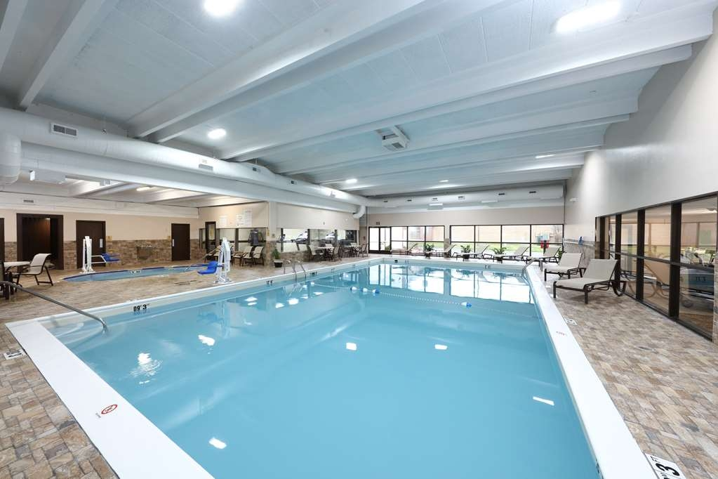 Best Western Hospitality Hotel & Suites - Plan an afternoon with the family at our indoor heated swimming pool.