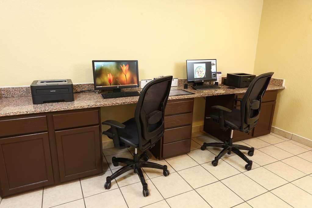 Best Western Hospitality Hotel & Suites - En déplacement, restez au courant de tout grâce à l'accès à Internet haut débit gratuit disponible dans notre centre d'affaires.
