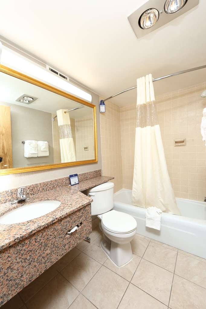 Best Western Hospitality Hotel & Suites - Pamper yourself in our spacious guest bathrooms.