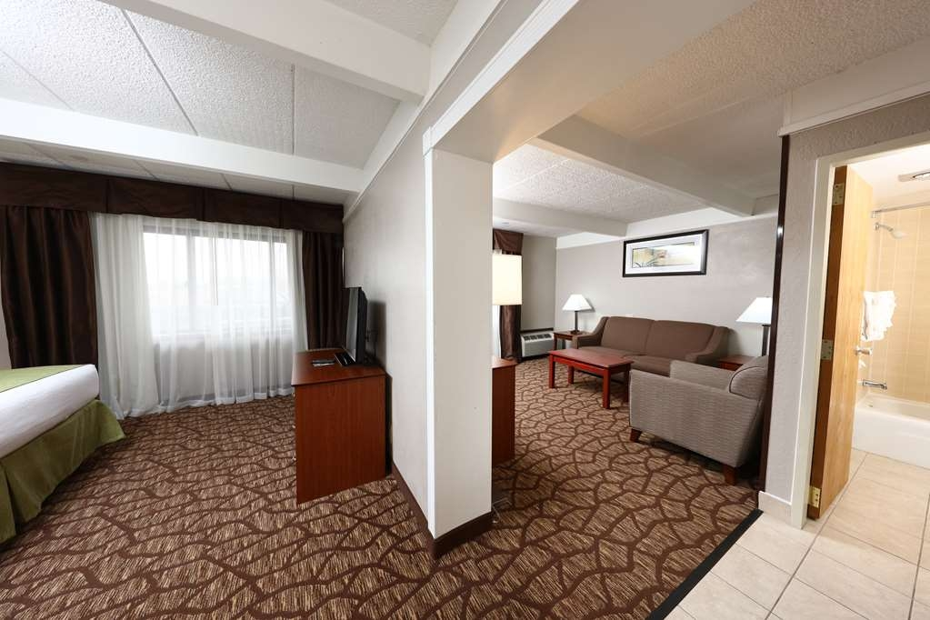 Best Western Hospitality Hotel & Suites - Spacious living area for visiting.