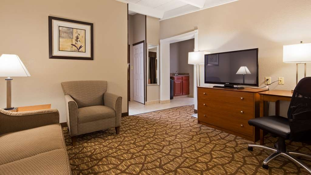 Best Western Hospitality Hotel & Suites - Enjoy family time in our king suite, with a serprate living and sleeping area.