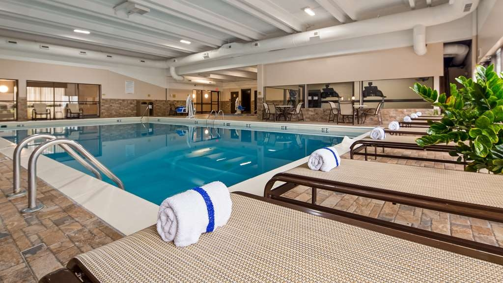 Best Western Hospitality Hotel & Suites - Piscina