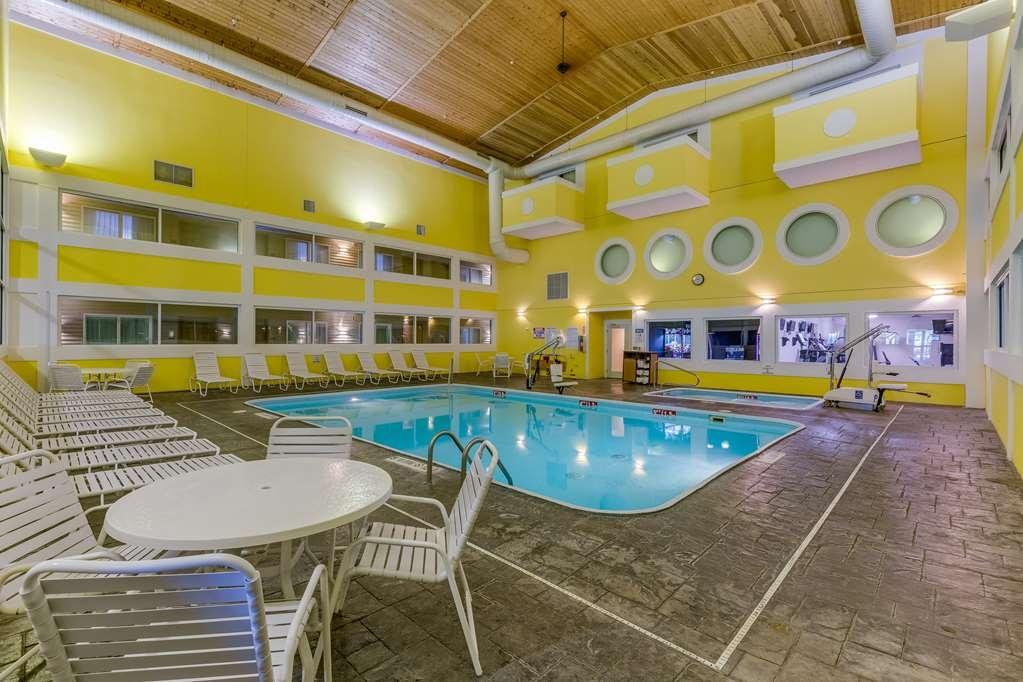 Best Western Lakewinds - Vue de la piscine