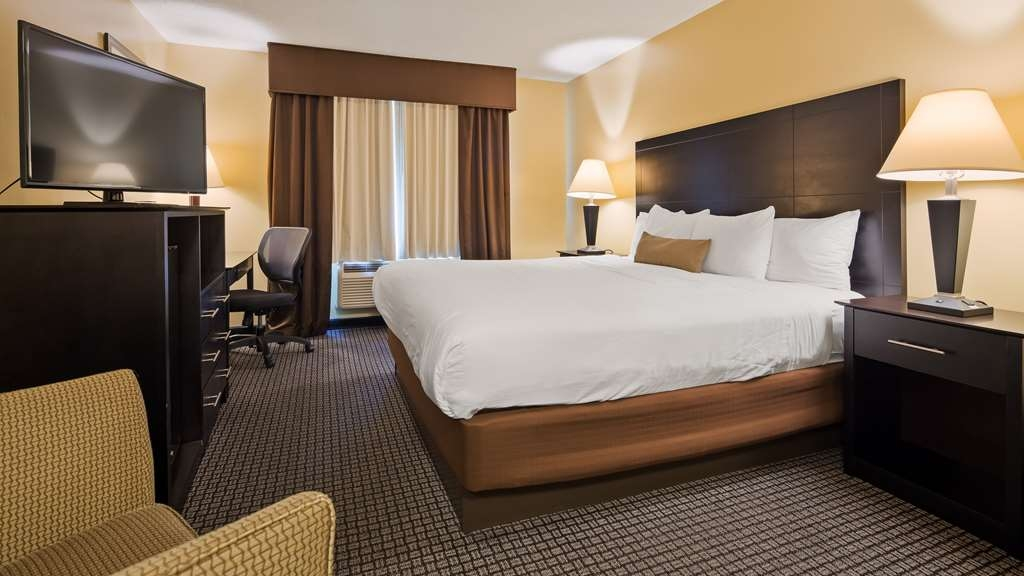 Best Western Lakewinds - Stretch out and relax on our king sized beds.