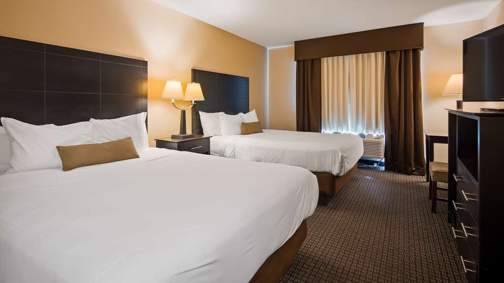 Best Western Lakewinds - Book our two queen guest room so you can stretch out and relax!